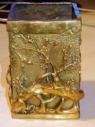 Красивая литая ваза-подставка из латуни.