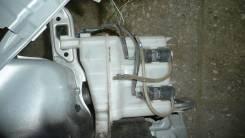 Бачок стеклоомывателя. Toyota Noah, ZRR75, AZR60, AZR65, ZRR70 Toyota Voxy, AZR65, ZRR75, ZRR70, AZR60 Toyota Ipsum, ACM21, ACM26 Двигатели: 1AZFSE, 3...
