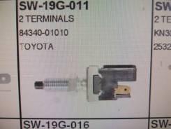 Концевик под педаль тормоза. Toyota
