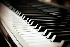 Обучение игре на фортепиано.