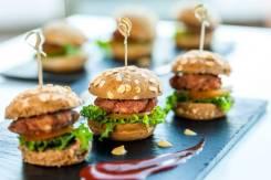 Минибургеры - отличная закуска для фуршета