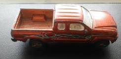 Машинка Toyota Tacoma в коллекцию.