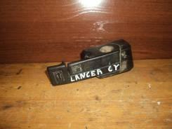 Ручка открывания бензобака. Mitsubishi Lancer, CY, CY1A, CY2A, CY3A, CY4A, CY5A, CY6A, CY8A, CY9A