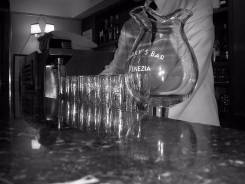 Продам укомплектованный бар в центре Симферополя. Проспект Кирова, р-н Центральный, 110 кв.м.