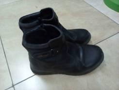 Срочно отдам бесплатно ботинки 35р