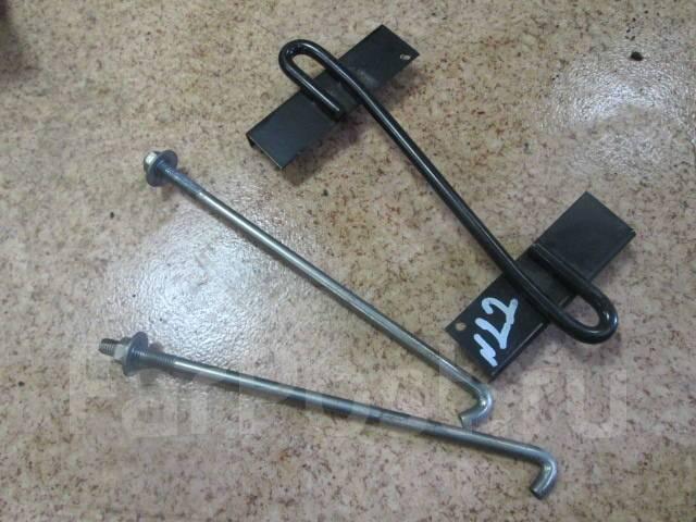 Крепление аккумулятора. Mitsubishi Pajero, V93W, V97W, V98W