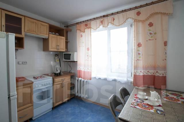 1-комнатная, переулок Дзержинского 24 ( на часы и сутки). Центральный, 45 кв.м.