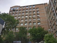 Крупный Офисный блок на Первой Речке - 263 кв. метров - Кабинетами. 263 кв.м., улица Комсомольская 3, р-н Первая речка. Дом снаружи