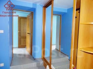 2-комнатная, улица Керченская 9а. Эгершельд, проверенное агентство, 53 кв.м. Прихожая