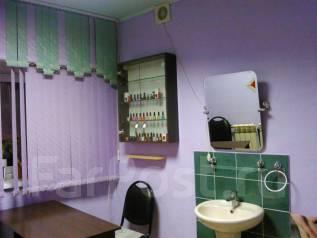 Сдам отдельный кабинет в парикмахерской. Улица Чапаева 24, р-н Вторая речка, 10 кв.м., цена указана за все помещение в месяц