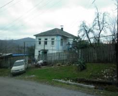 Жилой дом на участке 25 соток. Улица Кедровая 3, р-н Лазаревский, площадь дома 76 кв.м., централизованный водопровод, отопление централизованное, от...