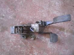 Педаль тормоза. Renault Fluence