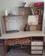 Продам срочно стол компьютерный за 5 тыщ рублей, в отличной состоянии.