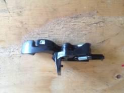 Ручка открывания багажника. Toyota Camry, ACV30, ACV30L Двигатель 2AZFE
