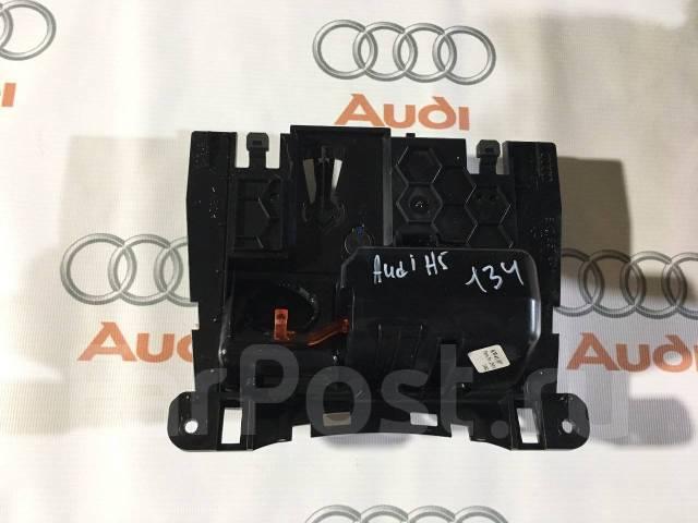 Пепельница. Audi: A5, RS5, S5, A4, S4, A4 allroad quattro, RS4, Q5 Двигатели: CCWB, CMEA, CDUC, CJEB, CJCB, CDHB, CBAB, CMUA, CCBA, CAEA, CAGA, CAMA...