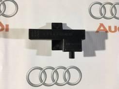 Антенна системы санкц-го доступа и пуска двиг Audi A5 2008-2011 год. Audi: A6 allroad quattro, Q5, S6, R8, S8, A4 allroad quattro, S5, S4, Coupe, A8...