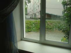Комната. 2-комнатная, улица Маковского 193, р-н Океанская, аренда среднесрочная (3 месяца - год), мне 45 лет, пол мужской