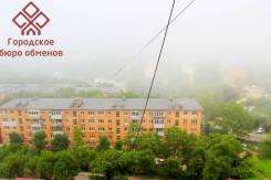 Гостинка, улица Адмирала Кузнецова 42. 64, 71 микрорайоны, проверенное агентство, 14 кв.м. Вид из окна днём