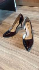 Женская обувь. 38