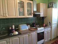 Кухонный гарнитур, шесть шкафов , самовывоз с Ореховой сопки
