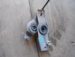 Крепление радиатора. Nissan Bluebird, HU14