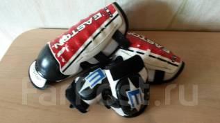 Щитки хоккейные.
