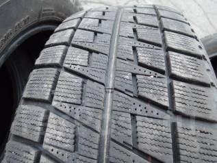 Bridgestone Blizzak Revo2. Зимние, без шипов, 2006 год, износ: 30%, 2 шт