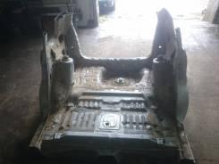 Задняя часть автомобиля. Mazda Premacy, CP8W Двигатель FPDE