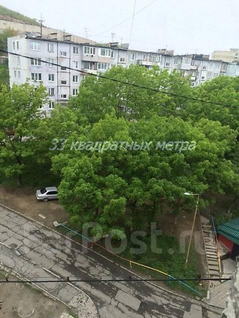 Гостинка, улица Окатовая 14. Чуркин, агентство, 18 кв.м. Вид из окна днем