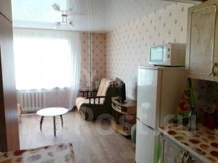 Гостинка, улица Новожилова 37. Борисенко, агентство, 18 кв.м. Комната