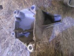 Кронштейн опоры двигателя. Volkswagen Passat Двигатель AMX