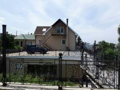 Продаётся коттедж в одном из лучших районов Владивостока (обмен). Улица Неманская 40, р-н Столетие, площадь дома 294кв.м., водопровод, скважина, эле...