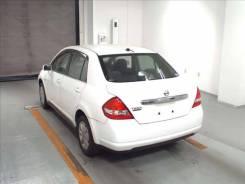 Стекло боковое. Nissan Tiida
