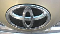 Эмблема решетки. Toyota Camry, AHV40, GSV40, ACV45, ACV40 Двигатели: 2AZFXE, 2AZFE, 2GRFE