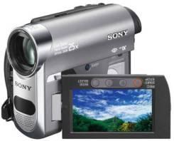 Sony DCR-HC62E. Менее 4-х Мп, с объективом
