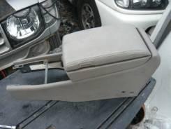 Бардачок. Nissan Cedric, HY34