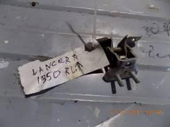 Крепление боковой двери. Mitsubishi Lancer