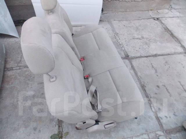 toyota ipsum второй ряд сидений
