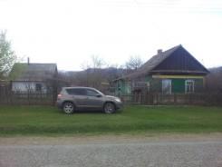 Продается дом в центре с. Беневское Лазовского района. Ул. Центральная, р-н с. Беневское, площадь дома 80 кв.м., скважина, электричество 30 кВт, отоп...