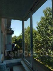 2-комнатная, улица Тихонова 9. частное лицо, 46 кв.м. Вид из окна днём
