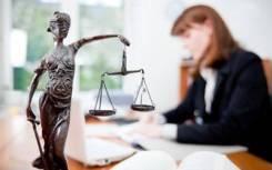 Адвокат, защита в суде