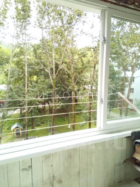 1-комнатная, улица Интернациональная 62. Чуркин, 34 кв.м. Вид из окна днем