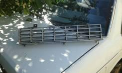 Решетка радиатора между фарами Nissan Bluebird 910. Nissan Bluebird, 910