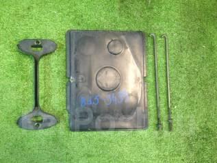 Крепление аккумулятора. Subaru Legacy, BD5, BE5, BEE, BES, BH5, BHE Subaru Impreza, GDA, GDB, GGA, GGB Двигатели: EJ206, EJ208, EJ20H, EJ20R, EZ30D, E...