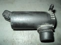 Мотор бачка омывателя.