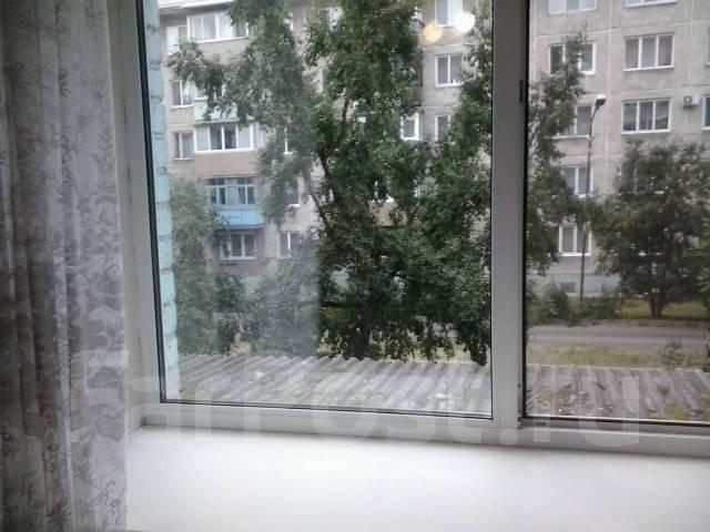 Гостинка, улица Пролетарская 106. район 14 школы, 18кв.м. Вид из окна днем
