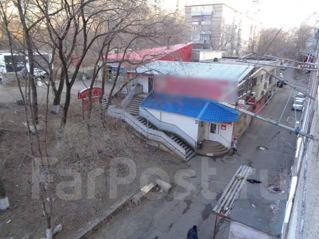 Гостинка, улица Кирова 62. Вторая речка, 18 кв.м. Вид из окна днем