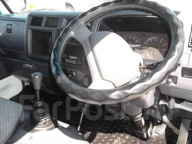 Toyota Dyna. 4WD, двухкабинник + аппарель, 3 000 куб. см., 1 500 кг.