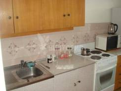 3-комнатная, улица Сабанеева 15. Баляева, агентство, 67 кв.м. Кухня