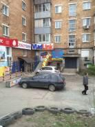 Сдам часть магазина под промышленные товары, 15 м. 15 кв.м., улица Адмирала Юмашева 2, р-н Баляева. Дом снаружи